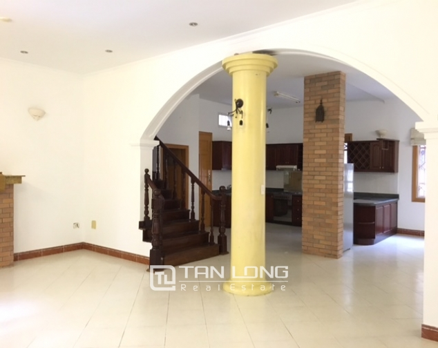 Villa in Tay Ho district for rent. Land area is 400 sq m, 3 floors 8