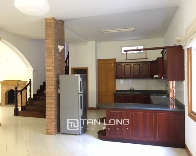 Villa in Tay Ho district for rent. Land area is 400 sq m, 3 floors 9