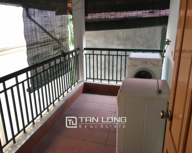 Villa in Tay Ho district for rent. Land area is 400 sq m, 3 floors 4