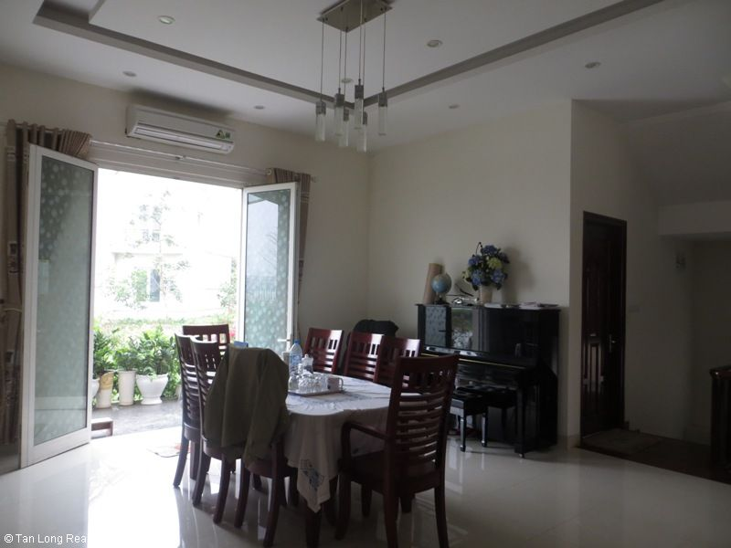Villa on Hoa Lan road in Vinhomes Riverside for sale, Long Biên district 9