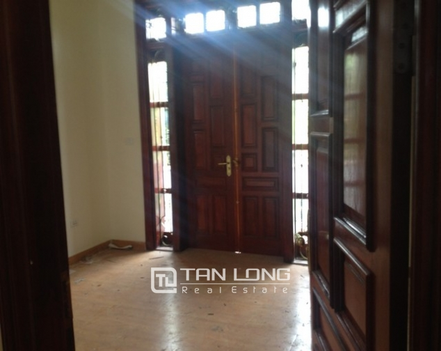 Villa with 4 storeys for rent in Cau Giay, near Cau Giay park 8