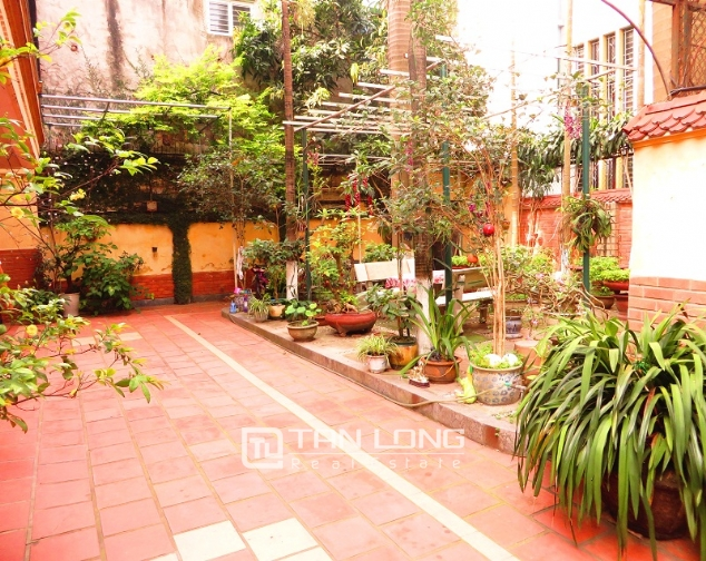 Villa with big garden for rent near Huu Tiep market, Ngoc Ha, Ba Dinh district 3