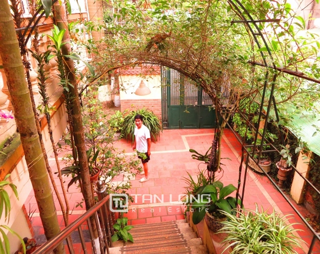 Villa with big garden for rent near Huu Tiep market, Ngoc Ha, Ba Dinh district 4