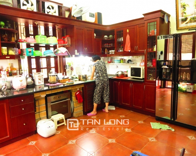 Villa with big garden for rent near Huu Tiep market, Ngoc Ha, Ba Dinh district 6