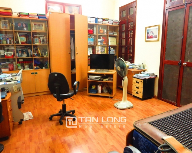 Villa with big garden for rent near Huu Tiep market, Ngoc Ha, Ba Dinh district 9