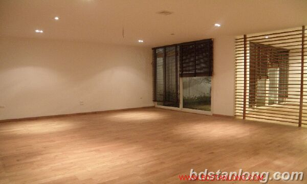 Villa with Westlake view in Xuan Dieu, Tay Ho for rent 2