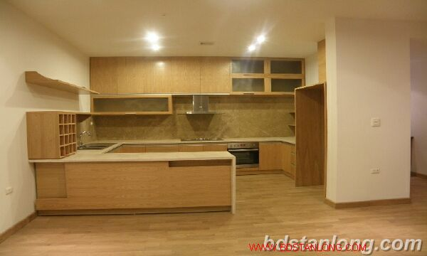 Villa with Westlake view in Xuan Dieu, Tay Ho for rent 3