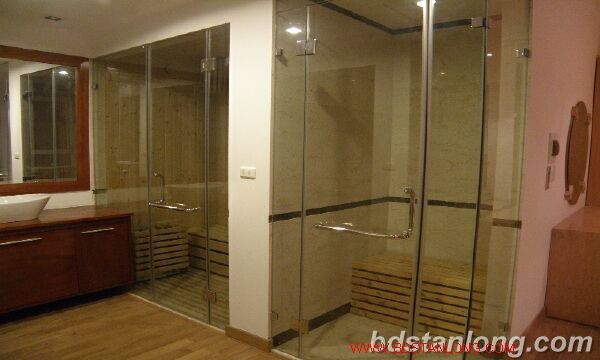 Villa with Westlake view in Xuan Dieu, Tay Ho for rent 5