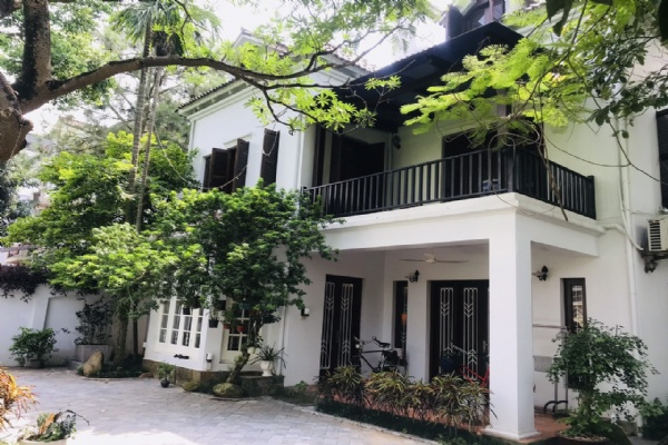 Villas for rent in Dang Thai Mai street, Tay ho district