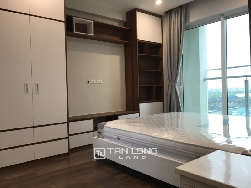 Well equipped and golf view 3 bedroom apartment for rent in L4  tower The Link  Ciputra 1
