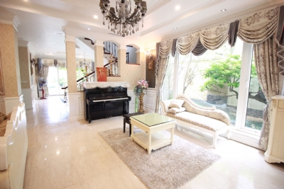 Newly renovated and royal style  5 bedroom villa for rent in T3 zone Ciputra