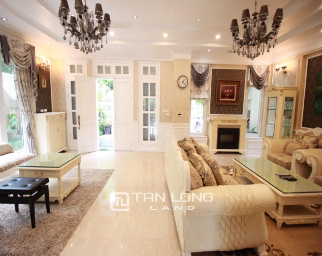 Well renovated and spacious 5 bedroom villa for rent in T3 zone Ciputra 4
