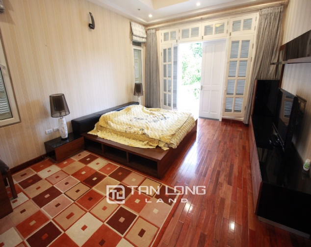 Well renovated and spacious 5 bedroom villa for rent in T3 zone Ciputra 10
