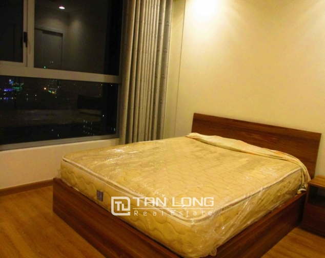 Well-appointed apartment for rent in Vinhomes Nguyen Chi Thanh 4