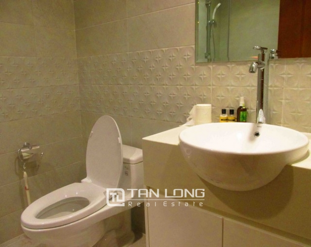 Well-appointed apartment for rent in Vinhomes Nguyen Chi Thanh 7
