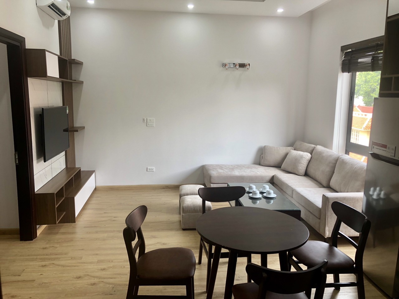 Well-equipped apartment for lease in Tay Ho street, Tay Ho district!