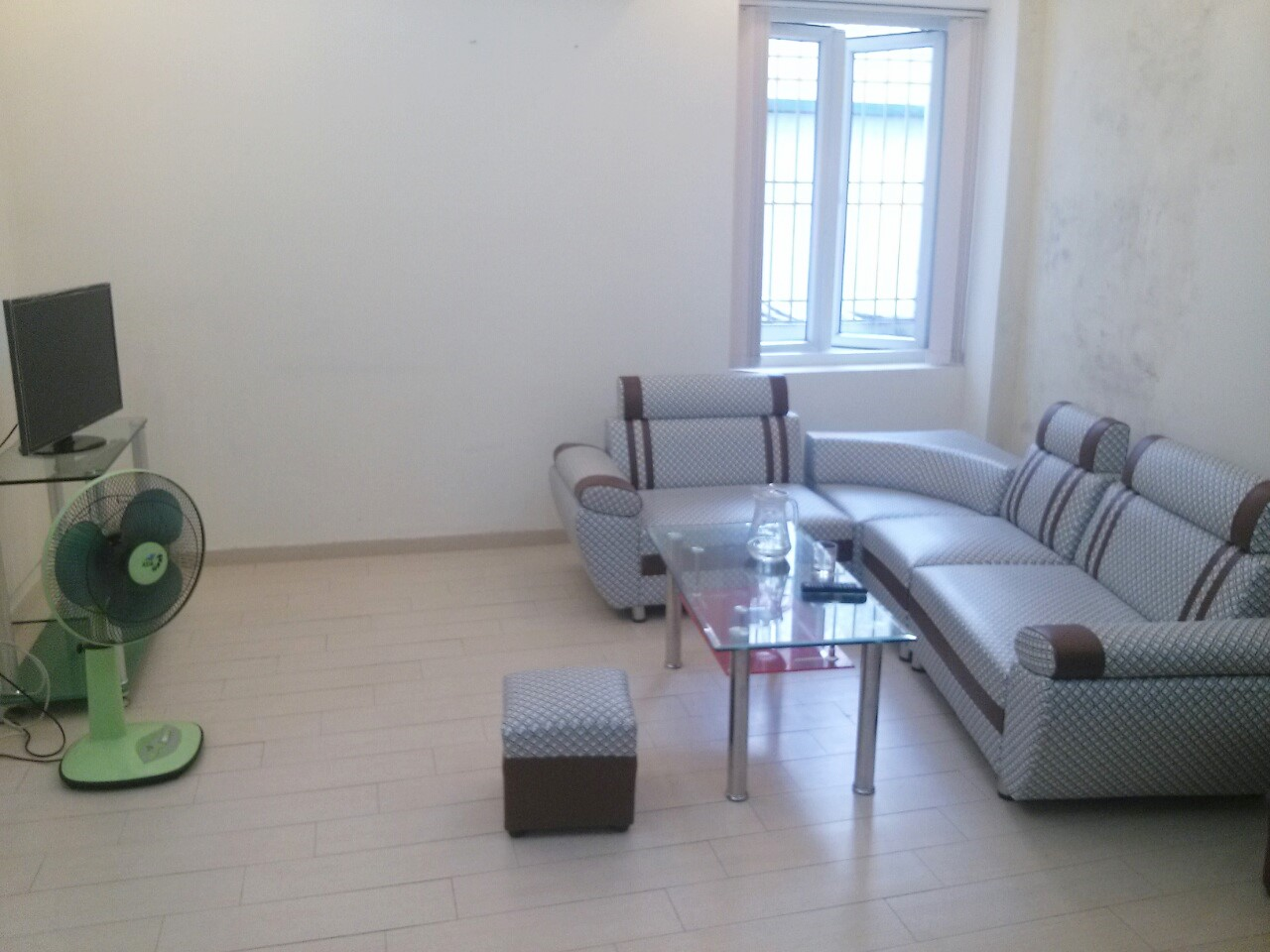 Well-lit serviced apartment for rent on De La Thanh, Dong Da