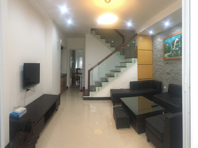 Well-proportioned house for lease in Nghi Tam Village, Tay Ho dist., Hanoi.
