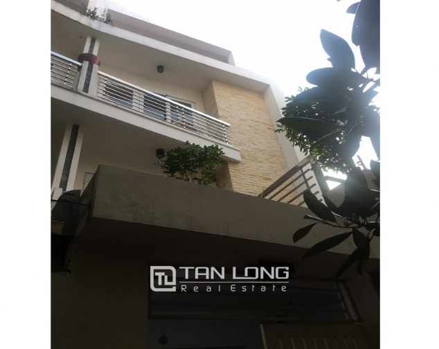 Well-proportioned house for lease in Nghi Tam Village, Tay Ho dist., Hanoi. 1