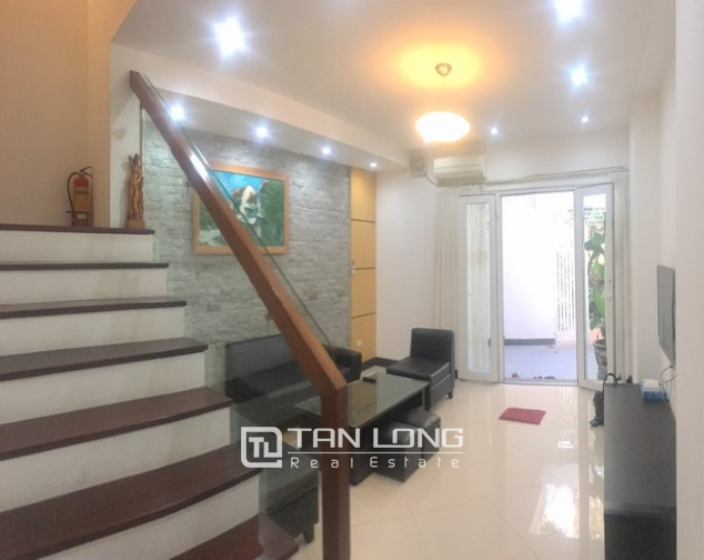Well-proportioned house for lease in Nghi Tam Village, Tay Ho dist., Hanoi. 4