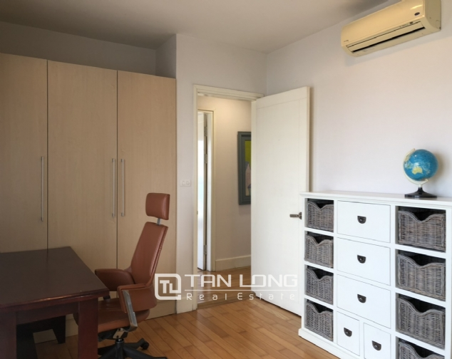 Whole lake view apartment for rent in Golden Westlake, 151 Thuy Khue street, Tay Ho distr 4